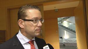 Stefan Wallin blir intervjuad