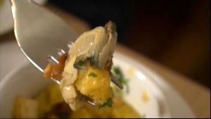 Bacongratinerat ostron med krutonger