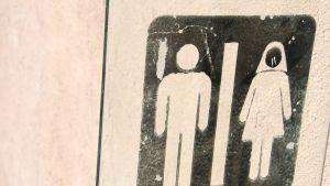 Logo med en man och en kvinna, unisex wc dörr