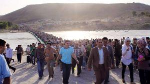 Tusentals kurder söker skydd i norra Irak