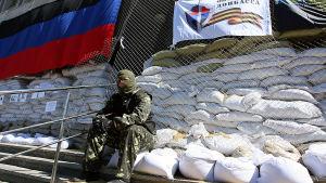 Rysksinnad separatist i Slovjansk den 25 april 2014.
