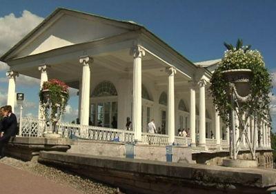 Fest på tsarernas gamla sommarpalats utanför S:t Petersburg.