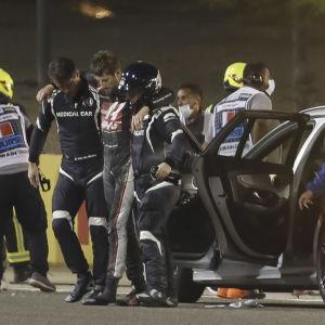 Romain Grosjean efter kraschen i Bahrain.
