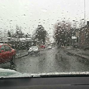 Bilar i regn