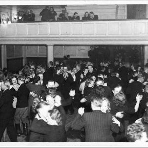 Varkauden seurantalon tanssit 1940-luvulla.