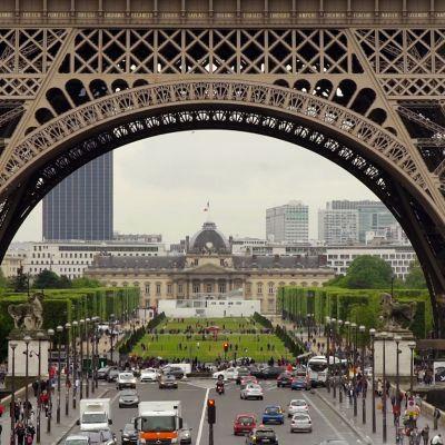 Eiffel-tornin juurelle pystytetään 13 hehtaarin fanikylä jalkapallokenttineen ja konserttilavoineen.