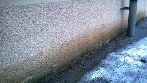 våt husvägg