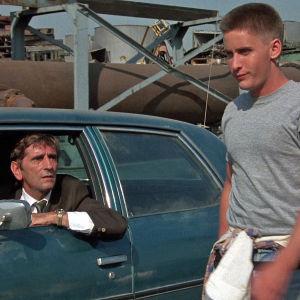 Harry Dean Stanton ja Emilio Estevez elokuvassa Repo Man