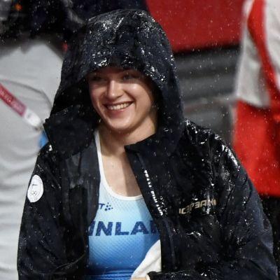 Wilma Murto ler i regnet.
