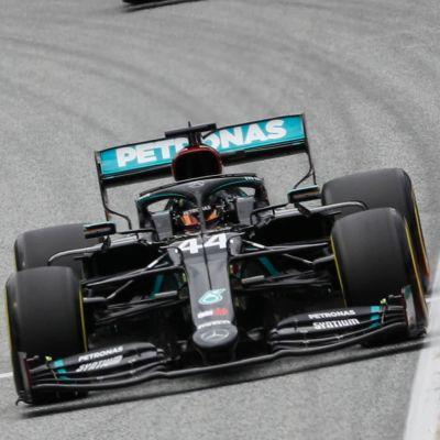 Lewis Hamilton och Valtteri Bottas på träning 2020.
