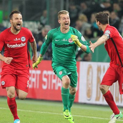 Frankfurt firar sin finalplats i den tyska cupen.