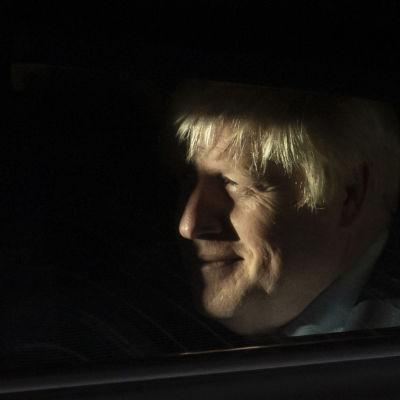 Boris Johnson log för sig själv när han lämnade parlamentet på onsdagskvällen