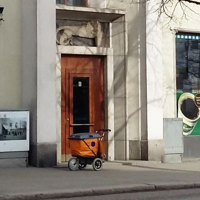 Postikärryt Töölössä 23.3.2016.