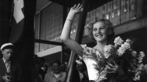 Miss Universum Armi Kuusela återvänder från tävlingsresan till USA 1.8.1952.