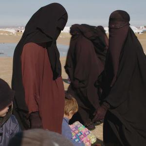 Kvinnor och barn på lägret i al-Hol.