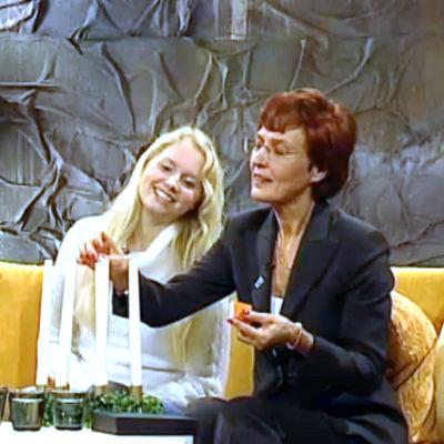 """Finlands Lucia 2006 och """"luciamamma"""" Margaretha Wildtgrube är gäster i programmet Bettina S."""