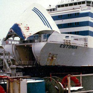 M/S Estonia ligger vid en kaj i Tallinn.