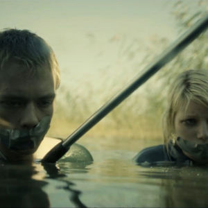 Raisa (Roosa Söderholm) ja Joni (Teppo Manner) elokuvassa He ovat paenneet.
