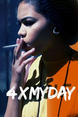 Nuori nainen polttaa tupakkaa.
