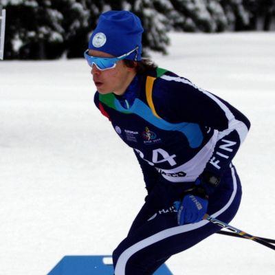 Alexander Ståhlberg skidar fristil.