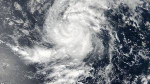 Orkanen Irma drar fram över Atlanten.
