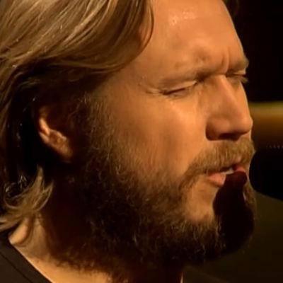 Samuli Edelmann laulaa (2008).