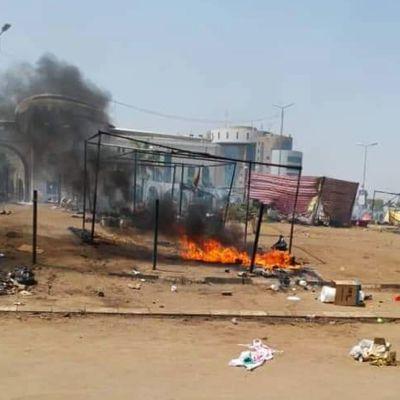 Opposition mielenosoitusleiri tyhjennettiin
