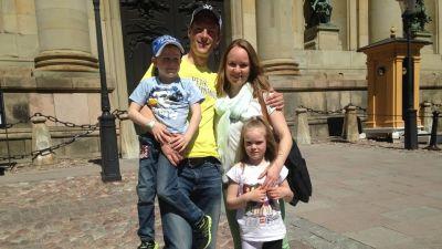 Familjen Wallin från Vasa utanför kungliga slottet i Stockholm den 12 juni 2015.