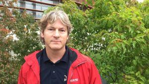 Anders Eklund är den första Icehearts-fostraren på svenska.