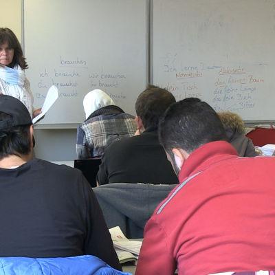 Utbildning och arbete för flyktingar är de stora utmaningarna i Tyskland.