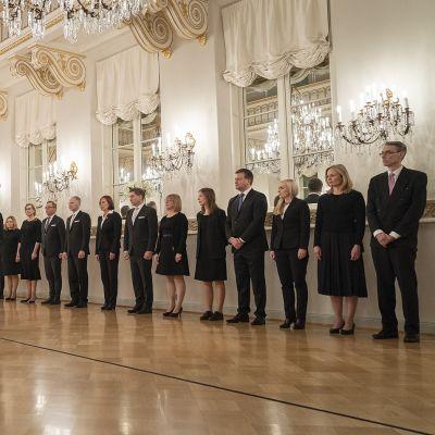 Presidentti Sauli Niinistö ja pääministeri Sanna Marinin uusi hallitus.