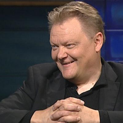 Kitaristi Esa Pulliainen (Agents) Arto Nybergin haastattelussa vuonna 2011.