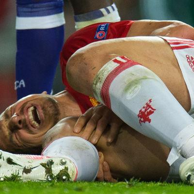 Zlatan Ibrahimovics operation lyckades enligt hans agent.