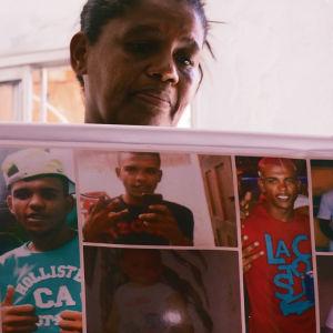 En mamma i favelan i Salvador