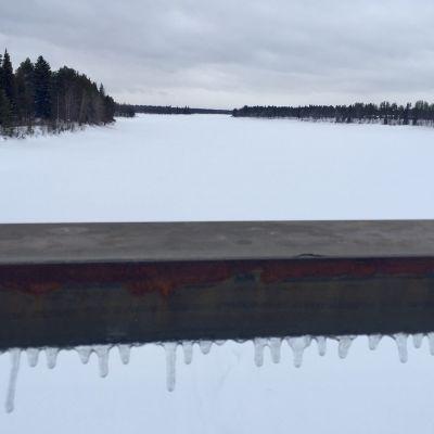 Muonionjoki Kolarissa Suomen ja Ruotsin väliseltä sillalta pohjoiseen. 18.3.2019