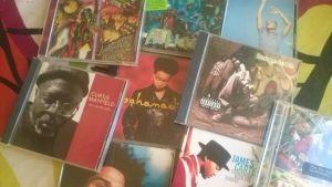 Ett kollage av cd-skivor