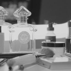 Parfymen L´Heure Bleue från 1912 hade drag av förkrigstida romantik i den hjärtformade korken.