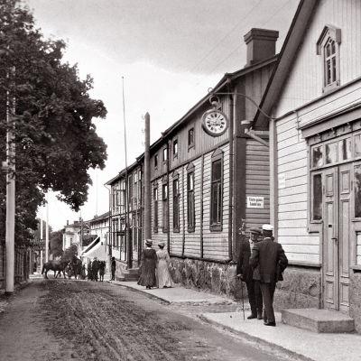 Gammal bild från Kungsgatan i Ekenäs. OBS! Får användas endast i artiklar som berör fotograf Vidar Lindqvist.