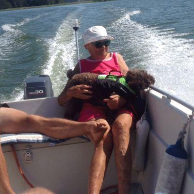 jutta langh på båtutfärd
