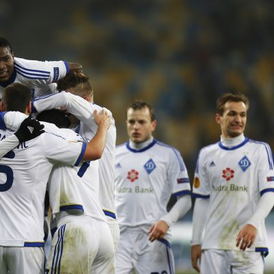 Kiovan Dynamon pelaajat juhlivat.