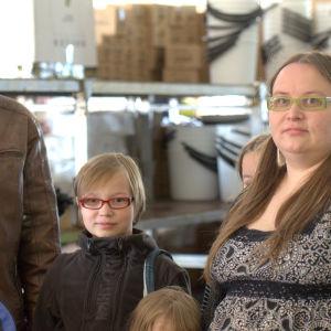 Familjen Itäniemi på Suviseurats möte. De hittade inga gummistövlar.