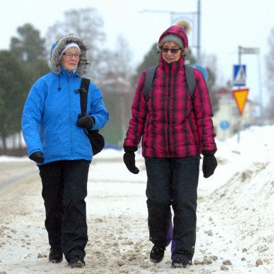 Siw Grägg och Louise Granfors i Vörå.