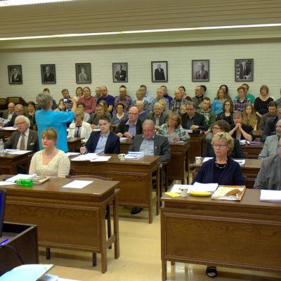 Fullmäktige i Nykarleby behandlar bland annat frågan om skolstängningen.