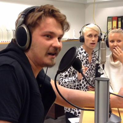 Roope Salminen förklarade ord på svenska.