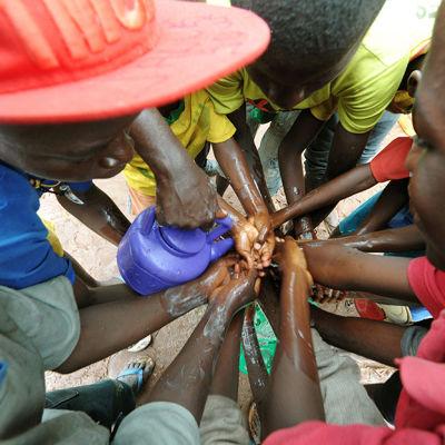Handtvättning  i Senegal
