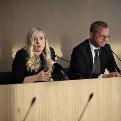 Suomen ja Ruotsin sisäministerit poliisien tulevasta yhteistyöstä kertovassa tiedotustilaisuudessa Torniossa