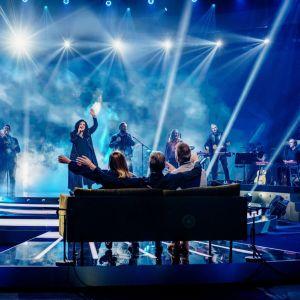 Kaija Koo laulaa Club For Fiven kanssa SuomiLOVEssa.