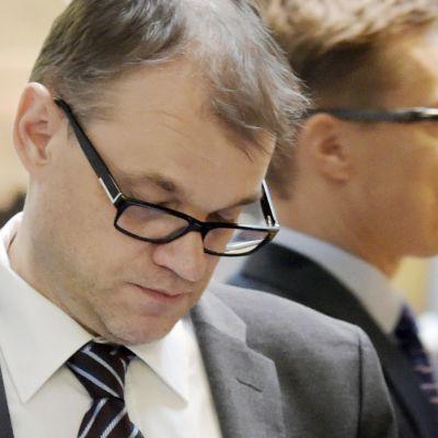 Juha Sipilä ja Alexander Stubb ennen suuren valiokunnan kokousta eduskunnassa Helsingissä.