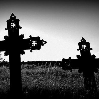 ristit hautausmaalla