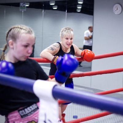 Wilma Virtanen (vas.), Heli Salapuro ja Eerika Ranta (oik.).